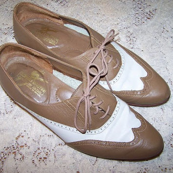 Vintage Giorgio Brutini Spectator Shoes Ladies Taupe n White Lace Ups Made in Brazil