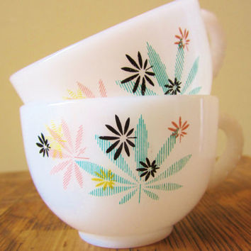 Vintage Snack Plates Cups  PSYCHEDELIC Leaves