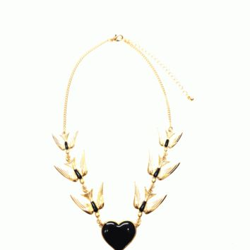 Impress the crowd with the I Love Sparrows Necklace. Featuring trio sparrow each size and black & gold heart shape pendant, gold curb link chain, and finished with adjustable lobster hook closure.