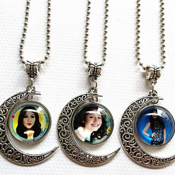 Jiangzimei  1pc(12 design can be choose) Soy Luna Moon Necklace Pink Rose Blue Lovely Silver torque for Girls pendants