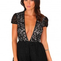 Missguided - Golla Lace Deep V Neck Playsuit