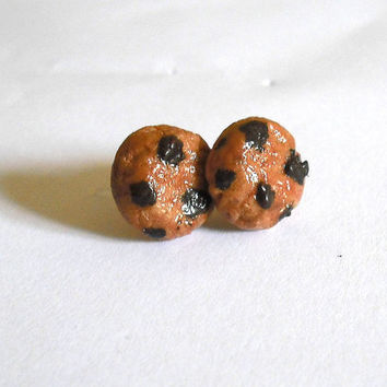 Cookies with chocolate chip earrings hypoallergenic for sensitive ears shaped by hand in cold porcelain