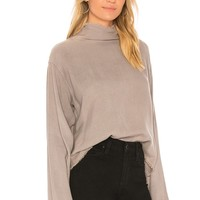 Bella Dahl Button Back Top in Stone Grey | REVOLVE