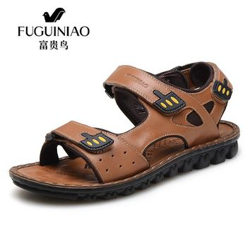 FUGUINIAO 2017 High Quality Summer Style Man Casual Flat Heel Shoes Genuine Leather Beach Sandals Fashion Men's Roman Sandals