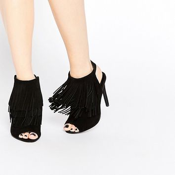 New Look - Bottines peep toes en daim ornées de franges at asos.com