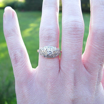 Charming Vintage 1940's 14K Gold Diamond Engagment Ring - Lovely Crisp Details