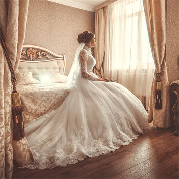 Luxury Graceful Long Sleeve High Neck White Lace Ball Gown Wedding Dress