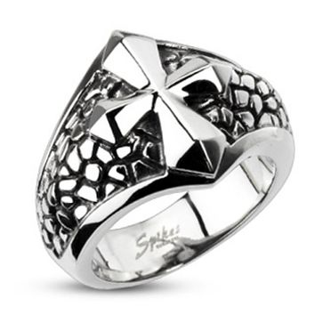 Smooth Cross Over a Band of Steel 316L Stainless Steel Ring