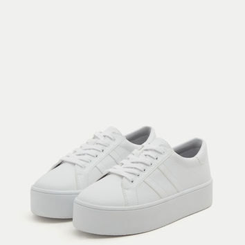 White platform plimsolls - Trainers - Shoes - Woman - PULL&BEAR Canary Islands