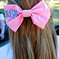 Monogrammed Hair Bow with a Script Monogram
