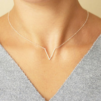 Delicate V Necklace / Dainty Minimal V Necklace / Simple Geometric Necklace XL392