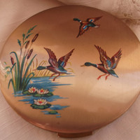 Gold tone Stratton compact  with flying mallard duck design.  Unused condition. Ideal anniversary, birthday, bridal,  gift.