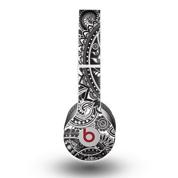 The Black and White Paisley Pattern V6 Skin for the Beats by Dre Original Solo-Solo HD Headphones