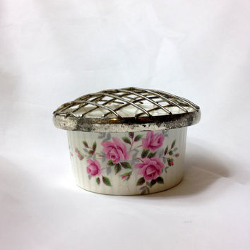 Ramekin Flower Frog by Enoch Wedgwood Tunstall Ltd, England Pretty Pink Full Bloom and Bud Roses inside and around, Metal Flower Stem Cage