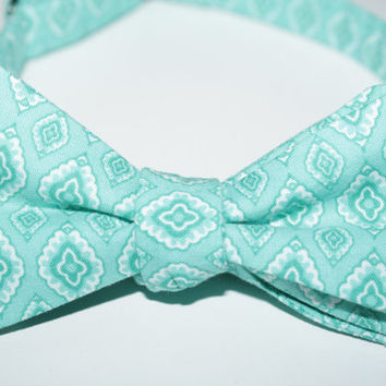 Men's Teal Diamond Medallion Lined Bow Tie