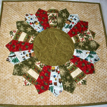 Quilted Christmas Holiday Table Topper Dresden Plate Design