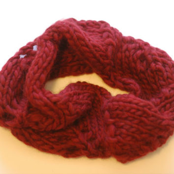 Chunky Knitted Warm Wool Cowl - Cranberry - Leaf Pattern