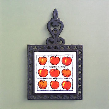 Vintage Trivet Holt Howard Black Iron Tile An Apple a Day Keeps the Doctor Away Quote Hot Plate 70s Retro Kitchen Decor Shabby Cottage Chic