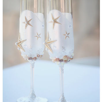 Personalized Pearl Wedding Glasses. Wedding champagne glasses hand painted. Champagne Glasses For Beach Wedding