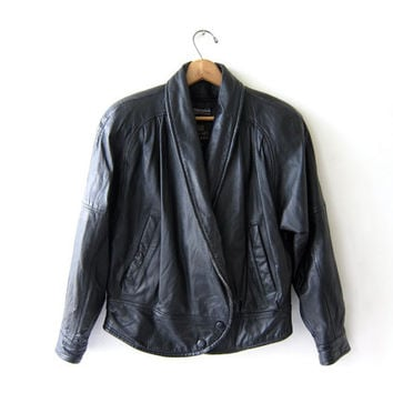 vintage black leather jacket. motorcycle jacket. bomber jacket. Cropped leather coat. Womens Petite XS