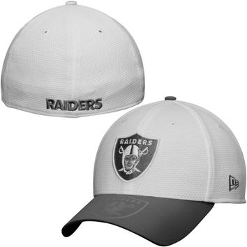 Oakland Raiders New Era Series Gunner Two-Tone 39THIRTY Flex Hat – White