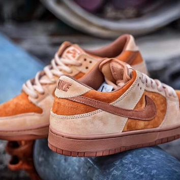 nike sb zoom dunk low pro orange sneaker