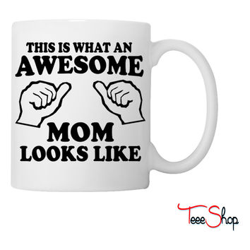 What an awesome mom looks like Coffee & Tea Mug