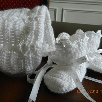 Classic CHRISTENING Set/Crocheted/White satin ribbon with silver crosses/Paton yarn/bonnet/booties/Newborn/FREE Shipping