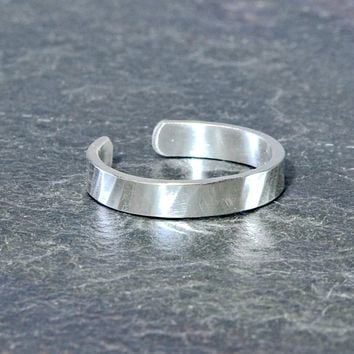 Classic hammered sterling silver toe ring