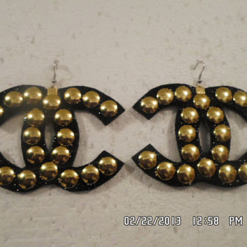black n gold cc inspired studded earrings by TOOSTYLYFADEM on Etsy