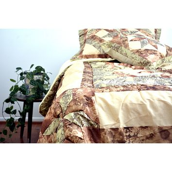 DaDa Bedding Geometric Star-Crossed Floral Sandy Beige Green Ruffles Comforter Set (BM6118L-1)