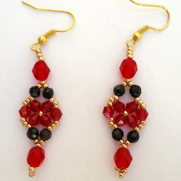 Beaded Earrings In Flower Pattern With Ruby Crystals Black Ronde