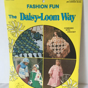 Daisy Loom Way Fashion Fun Accessories Crochet Book Afghan Sweaters Baby Blanket Hat Scarf Mittens Bates 17390 Vintage