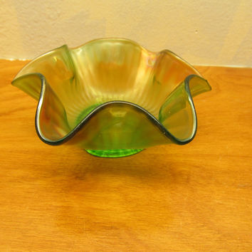 VINTAGE GREEN CANDY OR NUT DISH