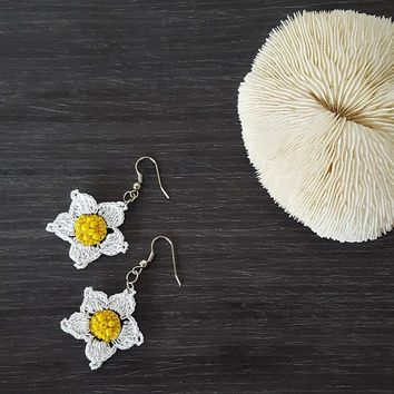 Boho Daisy Earrings, Crochet Earrings, Beaded Earrings, Dangle Oya Earrings, Crochet Jewelry, Flower Earrings, Women's Gift
