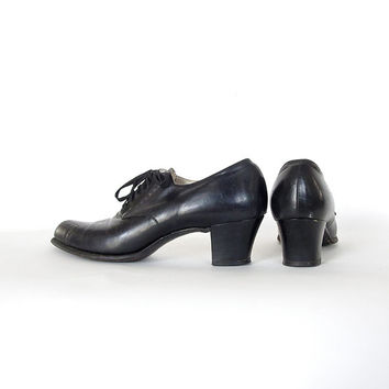Vintage Witch Shoes . 1940s Black Leather Lace Up Heels