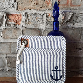 Sale - Anchor Nautical Pot Holder Mitt - Oven Mitt,  Blue and White kitchen decor, Beach house, housewarming gift, stripes, pot holders