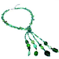 Green necklace with glass beads, shell beads and seed beads. Handcrafted collar with green beads from glass, shell and seed beads (Cannara)