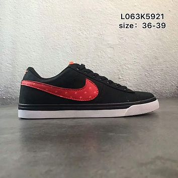 NIKE COURT ROYALE canvas low to help wild school board shoes F-PSXY Black + red hook
