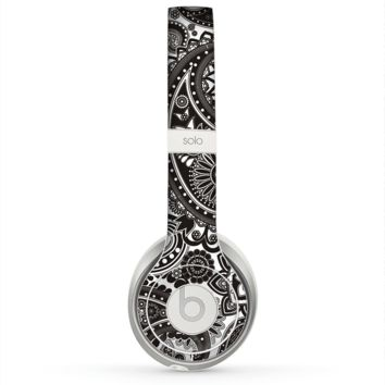 The Black & White Pasiley Pattern Skin for the Beats by Dre Solo 2 Headphones
