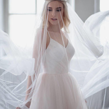 Wedding Veil Soft Tulle Bridal Veil Simple Elegant Cathedral Veil Soft Wedding Veil One Tier White Ivory Veil Raw Edge Chapel Veil