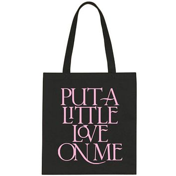 """Niall Horan """"Put a Little Love on Me"""" Tote Bag"""