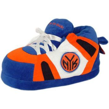 New York Knicks NBA Comfy Feet Slippers (Men's Size 8 to 9 1/2) (Large) - Large