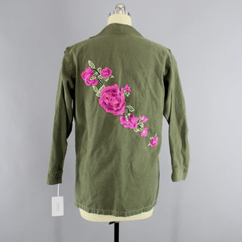 SALE - 1970s Vintage Embroidered US Army Jacket / 70s Military Shirt / Olive Army Green / Pink Floral Embroidery / Size Med