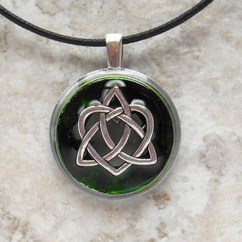 celtic sister knot necklace: green - heart jewelry - triquetra necklace - celtic jewelry - unique gift - celtic knot - valentines day