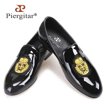 Piergitar 2018 New black patent leather men loafers with gold luxurious embroidery