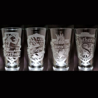 Harry Potter 4 Hogwarts House Banner Set Slytherin Ravenclaw Hufflepuff Gryffindor 4 Set Etched Pint glasses Geek Glassware Set