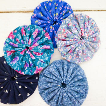 Quilting yo-yos, fabric yo-yos, floral fabric, sewing yo-yos, blue fabric yo yos,  ready to ship, handmade, cotton fabric, sewing notions