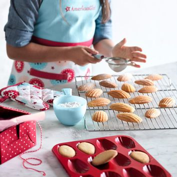 American Girl™ by Williams Sonoma Child Apron & Mitt