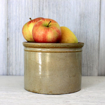 vintage crock // farmhouse // storage // primitive stoneware